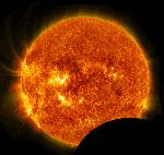 Обсерватория солнечной динамики (SDO) НАСА наблюдает транзит Луны