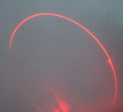 Лазерный луч, освещающий одномоментно не точку, а линию