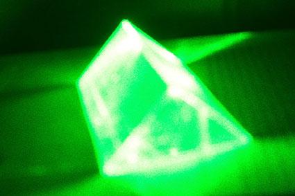 """Призма – световой """"резонатор""""?"""