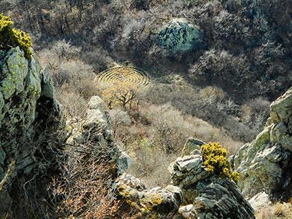 Древние каменные вихревые структуры вращения – Лабиринты